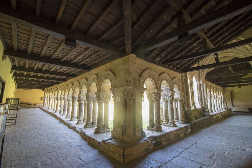 Detalle del claustro de la colegiata