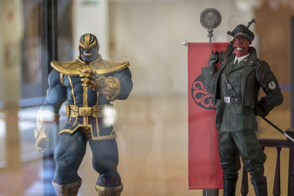 Figura de Thanos y Red Skull