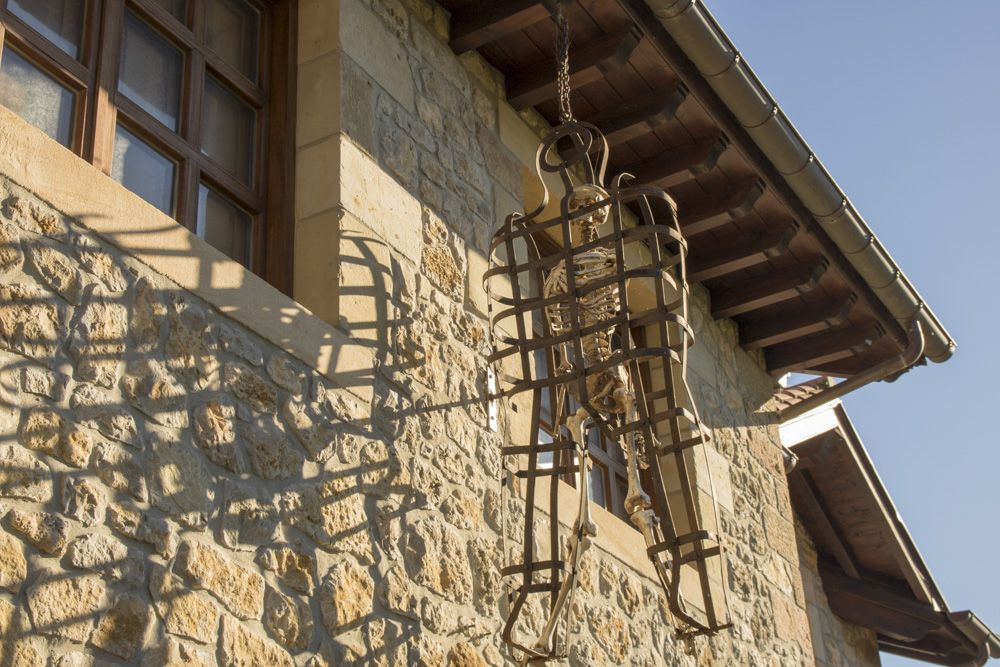 Jaula exterior del museo