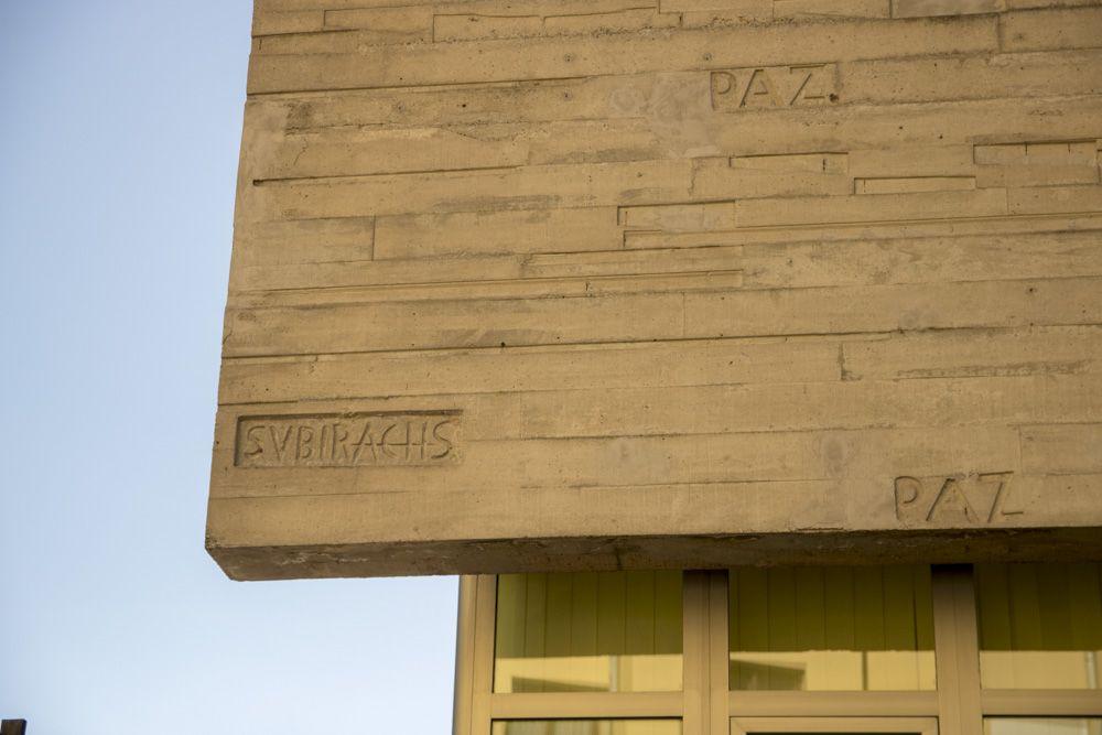 Detalle de la firma de Subirachs