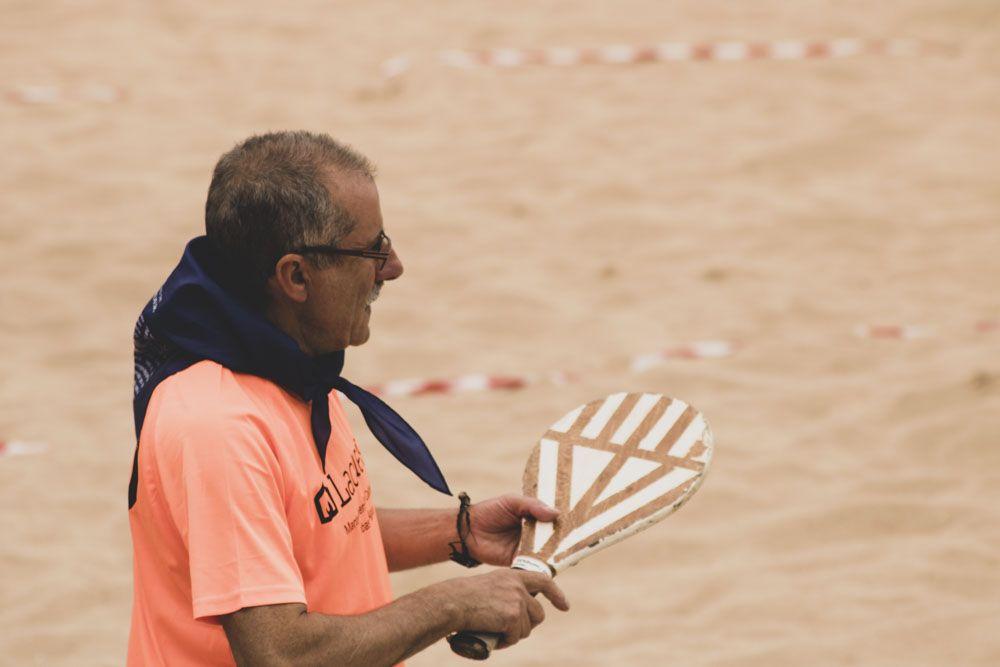 Detalle Jugador de palas en el Camello
