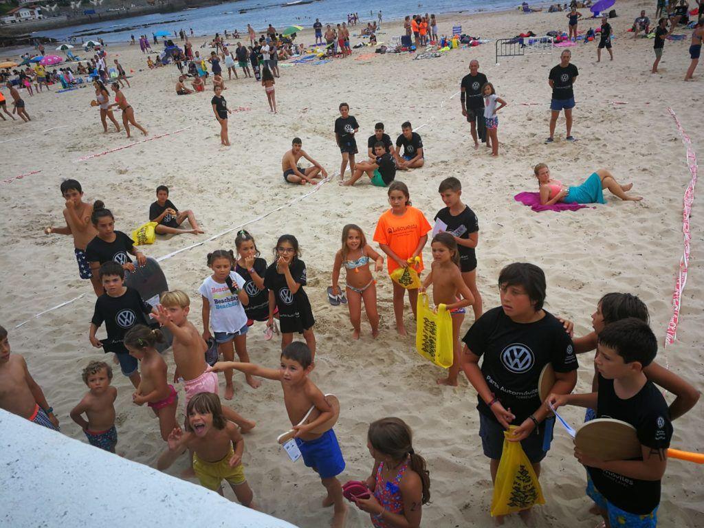 Jugadores en la playa de Comillas