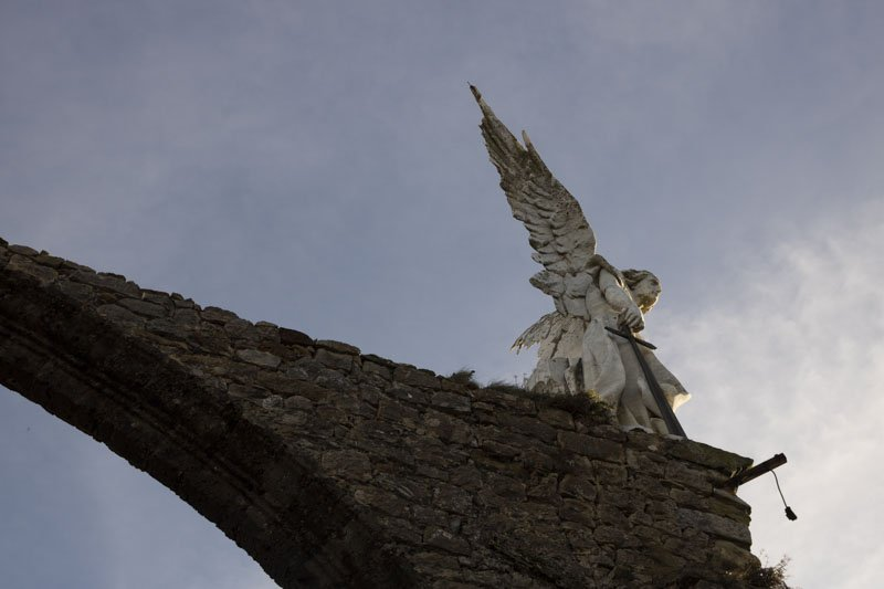 Detalle Angel Cementerio comillas