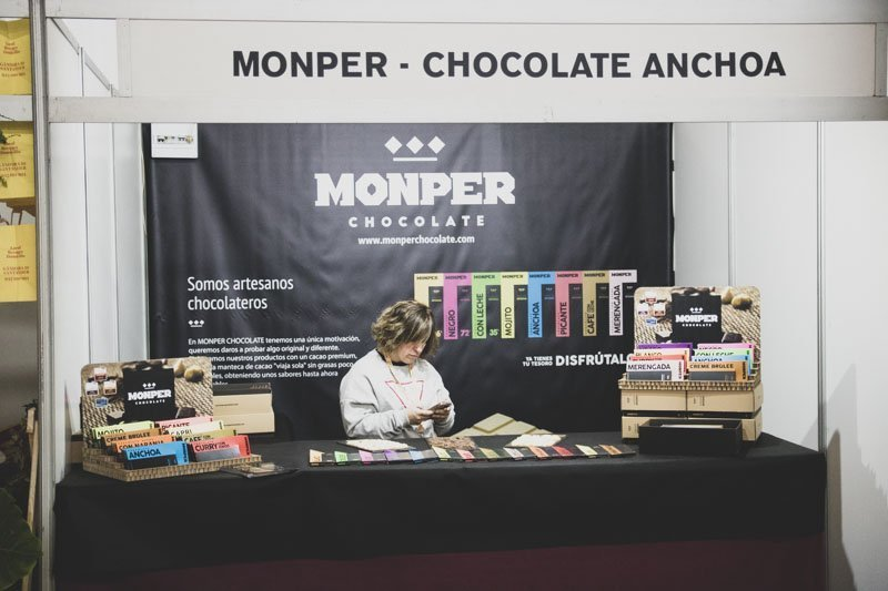 Stand Chocolates Momper